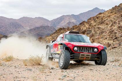 Sainz afianza con victoria su liderato en el Dakar