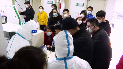 China aísla en varias ciudades a 33 millones de personas mientras el brote de coronavirus continúa propagándose