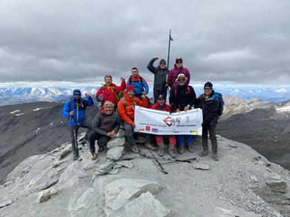 Tres montañeros ciegos coronan el Grande Sassière a 3.751 metros