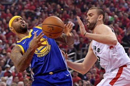 Los Raptors amargan la reaparición de Stephen Curry