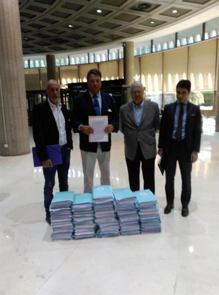 Taurinos presentan 20.000 firmas en el TC para que se resuelva el recurso contra la prohibición de los toros en Cataluña